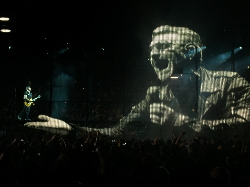 U2 (4)