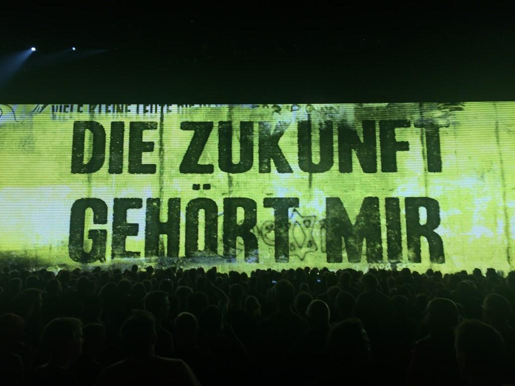U2 (5)
