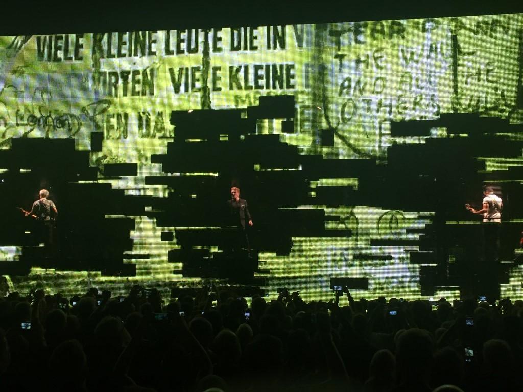 U2 (6)