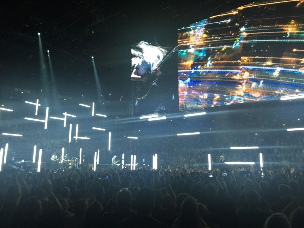 U2 (7)